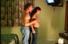 Hij penetreert zijn zwangere ebony vriendin