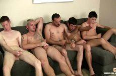 Een verscheidenheid aan homo's bevredigen samen