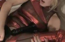 Het blonde snol met grote kut vuistneuken en monster dildo neuken