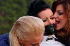 Ze dwingen de hetero vrouw tot sexueele handelingen
