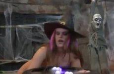 Geile halloween hoer vuist neukt haar anus