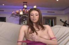 Sexy lingerie grote hang tieten mastuberen en een orgasme