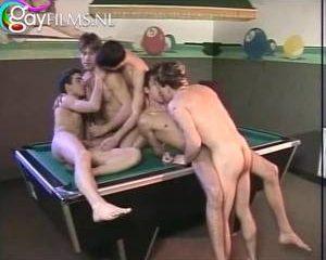 Vijf mastuberende geile boys