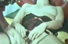 Een geile lesbo scene uit de oude doos